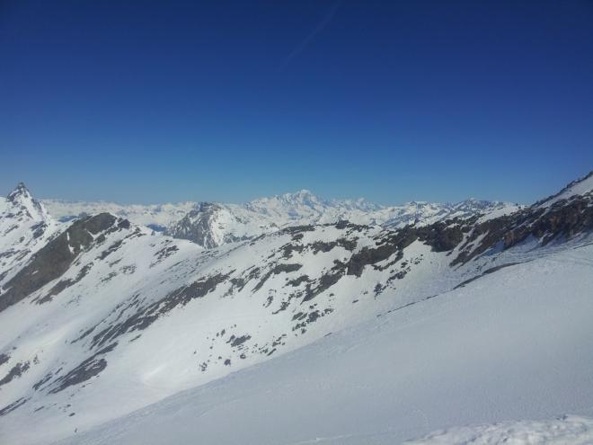 V dáli opět Mont Blanc