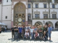 Společné foto u olomouckého orloje (2007, Hana Šimková)