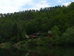 Chatky na pravém břehu Vltavy.