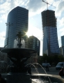 Moderní mrakodrapy poblíž Paláce kultury, jeden se teprve staví.