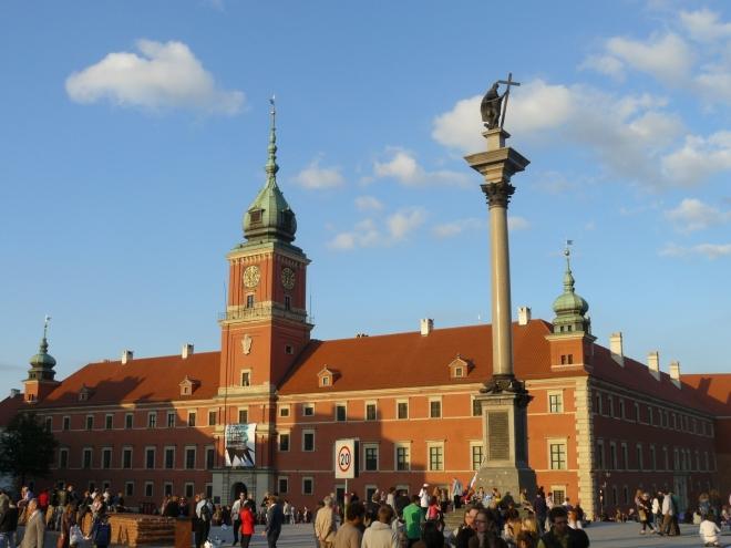Plac Zamkowy a Zamek Królewski (plac je náměstí)