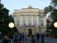 Za branou Varšavské univerzity