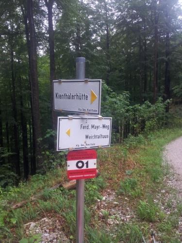 Ukazatele po cestě z Weichtalhaus na Kienthalerhütte