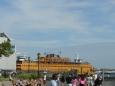 Trajekt na Staten Island. Z něho je prý velmi dobře vidět Socha svobody, trajekt se k ní dost přiblíží.