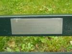Jeden z mnoha nápisů na lavičkách. Na tomto je jakýsi milostný vzkaz v polštině.