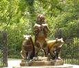 Medvědi poblíž metropolitního muzea uměni