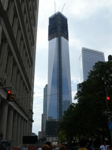 Nové World Trade Center se i deset let po neštěstí staví. Není se však co divit, bude mít špičku v 546 metrech!