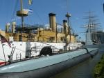 Loď Olympia a ponorka Becuna