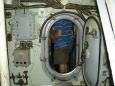 Úzké průlezy v ponorce. Nic pro klaustrofobiky.
