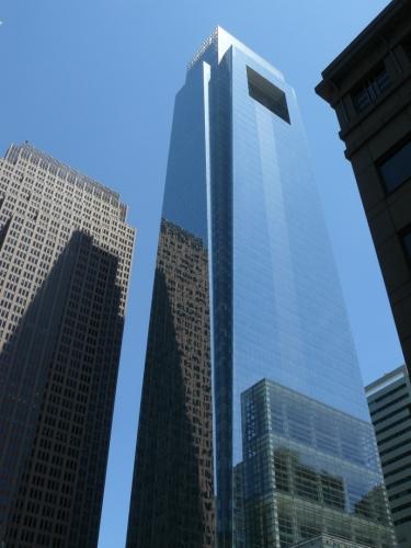 Comcast Center, nejvyšší mrakodrap v tomto městě, měří 297 metrů.