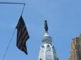 Socha Williama Penna, vojevůdce, který založil Pensylvánii, se vyjímá na špičce věže City Hall