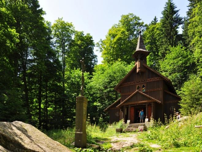 Stožecká kaple je krásná a ne nadarmo se dostává do upoutávek a knih o Šumavě.