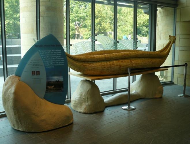 Podobné loďky kdysi brázdily vlny jezera Titicaca (na hranici Bolívie a Peru).