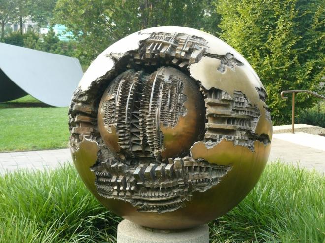Fanouškům sci-fi tato koule možná připomene Hvězdu smrti ze Star Wars
