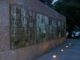 Roosveltův pomník je rozlehlý, na jeho focení už však bylo příliš temno.