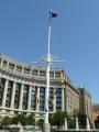 Stěžeň u památníku veteránů jakési války.