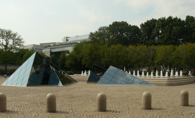 Že by napodobenina Louvre? Shodou okolností jsme také před muzeem umění