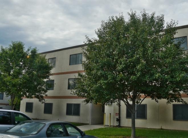 Nicholas apartments s luxusními kolejemi. Fotky vypadá skoro nerealisticky, hrál jsem si zas s HDR.