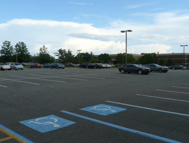 Další obrovské parkoviště. Tohle se dokázalo občas téměř zaplnit i v letních měsících.