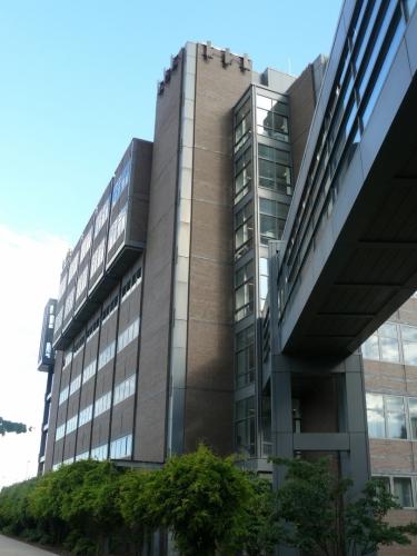 Budova CoRE, v jejímž čtvrtém patře jsme měli kancelář. U nás by to bylo třetí patro, jelikož jejich první patro je naše přízemí.