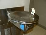 Vodní fontánka v DIMACSu poblíž naší kanceláře. Voda v ní byla celkem chutná.