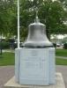 Zvon na počest hasičů. Američané jsou, zdá se, na zvony ulítlí ... (viz Zvon nezávislosti v článku o Philadelphii)