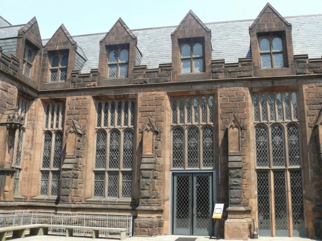 East Pyne Hall, kde se nachází návštěvní centrum