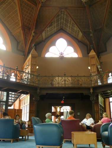 V Chancellor Green Hall s knihovnou jsme čekali na začátek prohlídky.