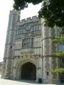 Části kampusu připomínají hrad, asi je to tou nápodobou velmi starých anglických univerzit.