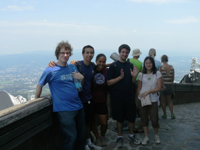 Američané na Ještědu, kam jsem s nimi jel na výlet v rámci jejich krátkého pobytu v ČR. Jak je vidět, národností je v Americe mnoho.