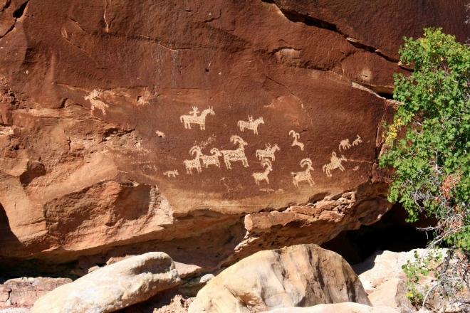 Utah, National Park Arches, Ute Rock Art - staré indiánské malby, odhadovaná doba vzniku mezi 1650 - 1850