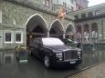 Rolls Royce Phantom u jednoho z nejluxusnějších hotelů