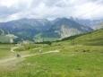 Downhill (sjíždění prudkých kopců na sjezdovém kole) směrem dolů do Livigna
