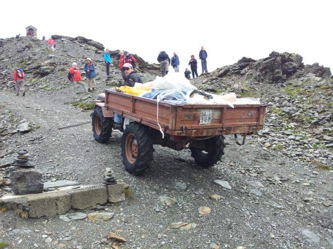 Takto se v horách dováží zásoby jídla a pití na odlehlé chaty