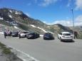 Další auta Porsche. Zajímavé je i to bílé auto Audi, protože patří italskému národnímu lyžařskému týmu.