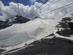 Ledovec ležící nad průsmykem Passo dello Stelvio focený z mezistanice lanovky