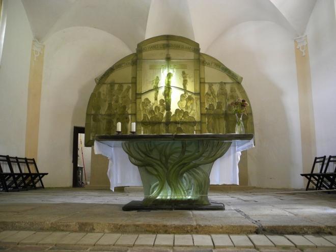 Skleněný oltář.