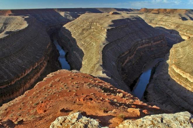 Utah, kaňon Goosenecks - meandr řeky San Juan River