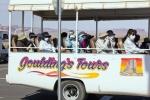 Utah, Monument Valley - vyhlídkový bus s japonskými turisty