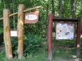Zde začíná stezka Na Onen Svět, která vede kolem Lužnice k řetězovému mostu u Stádlece, k Milevsku a Onomu Světu. Viz:  http://www.stezkanaonensvet.cz/aktualne-ke-stezce-na-onen-svet/