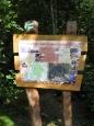 Naučná lesní stezka Semenec pokračuje k přírodovědnému muzeu Semenec.