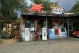 Arizona, US Route 66 - stará pumpa v Hackberry, detailnější pohled