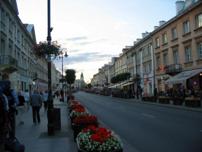 Ulice Nowy Świat, na jejímž konci začíná ulice Krakowskie Przedmieście