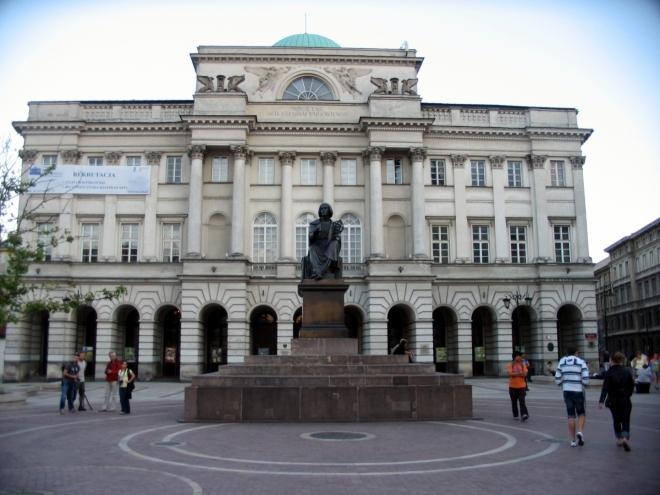 Památník Mikuláše Koperníka a Staszicův palác (snad jsem název z polštiny přeložil správně)