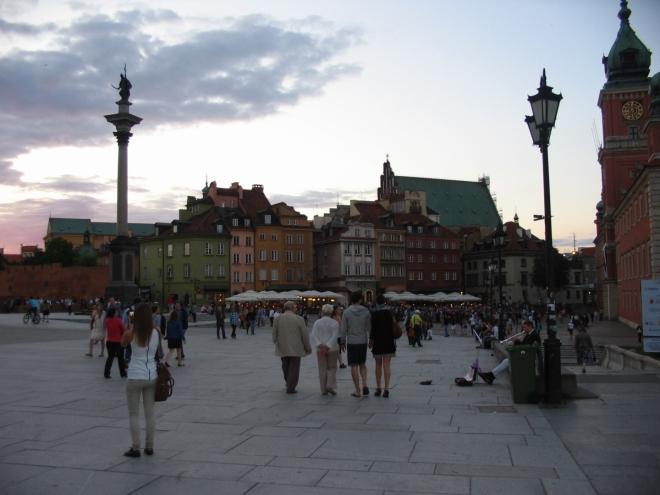 Plac Zamkowy, již jsme v jádru starého města