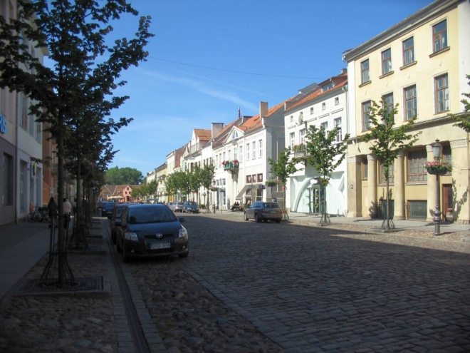 Centrum Klaipėdy je tvořeno hustější pravidelnou sítí ulic, nejdůležitější je právě tato (Turgaus neboli Tržní). V infocentru získáváme mapu města, už bylo na čase.