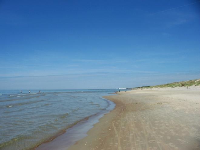 Vypadá to tu hezky, ale v tomto vedru velice rádi zalezeme zpátky za dunu.