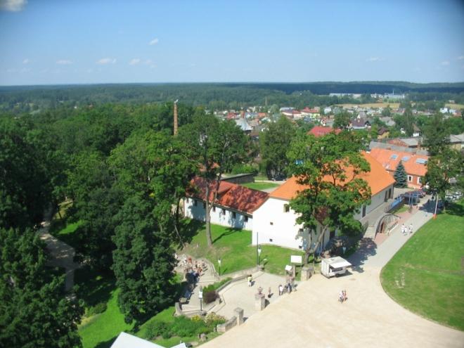 Po levé straně se dá sejít do hradního parku se zajímavými výškovými rozdíly.