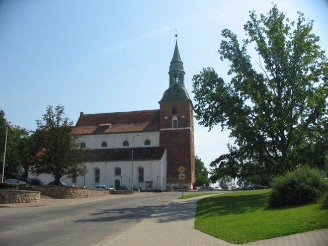 Jen jednou jsem ve Valmieře našel vůli vytáhnout foťák a na chvíli se zastavit. Špatná fotka kostela svatého Simona.