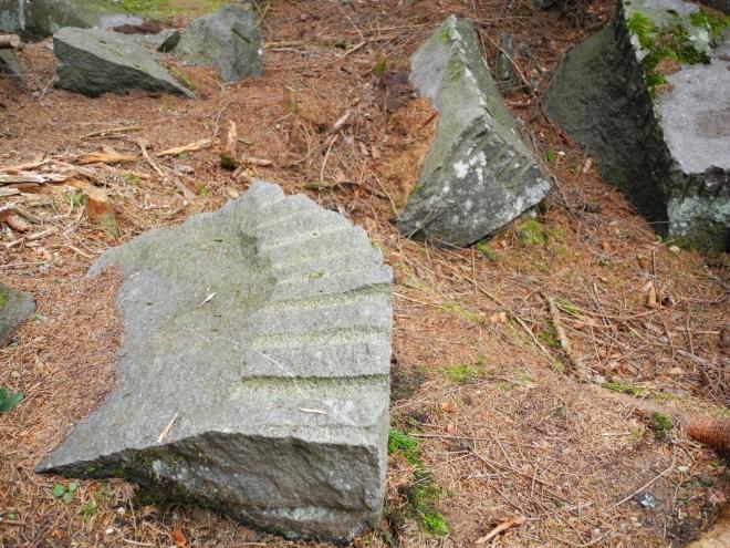 Opracované kameny.